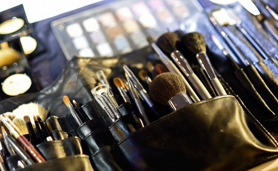 Choose Brushes For Face Painting